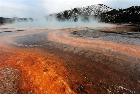 Yellowstone Supervolcano Hit by a Swarm of More Than 400
