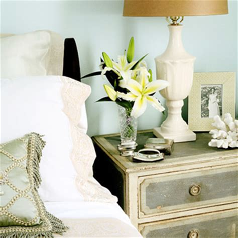 Quicks Tips For Decorating Your Nightstand