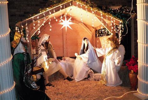 Life-sized nativity turning heads in Siloam Springs