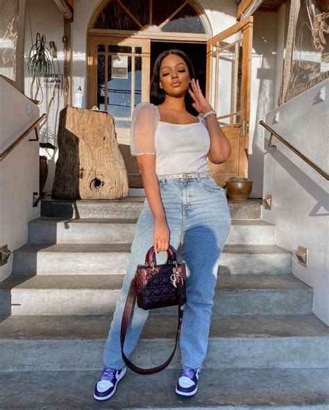 Top and Jeans Outfit 2021: Simple and Classic Top and